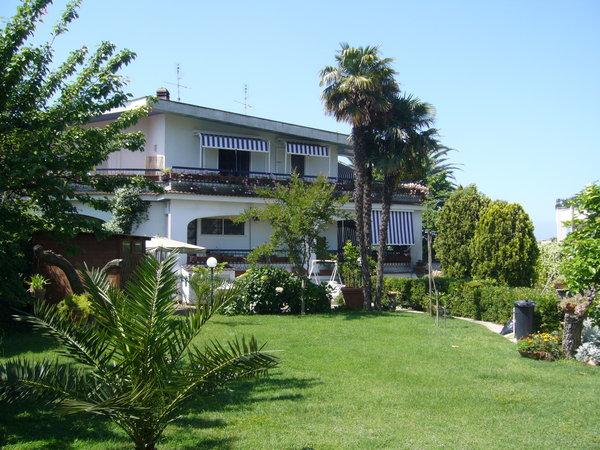 Villa trifamiliare agi/818