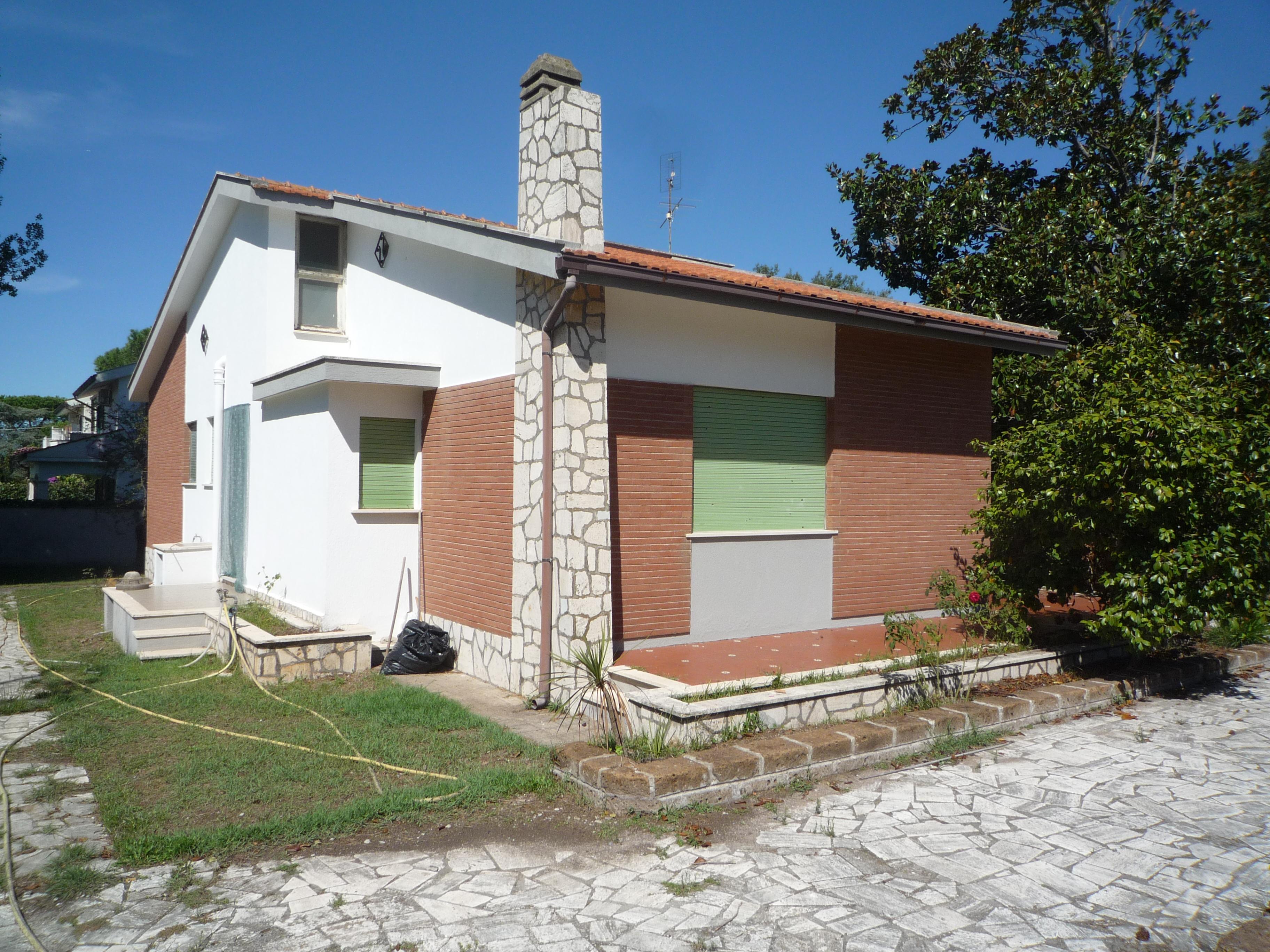 Villa unifamiliare unico livello con parco alberato anzio casa annunci immobiliari ad anzio for Planimetrie case